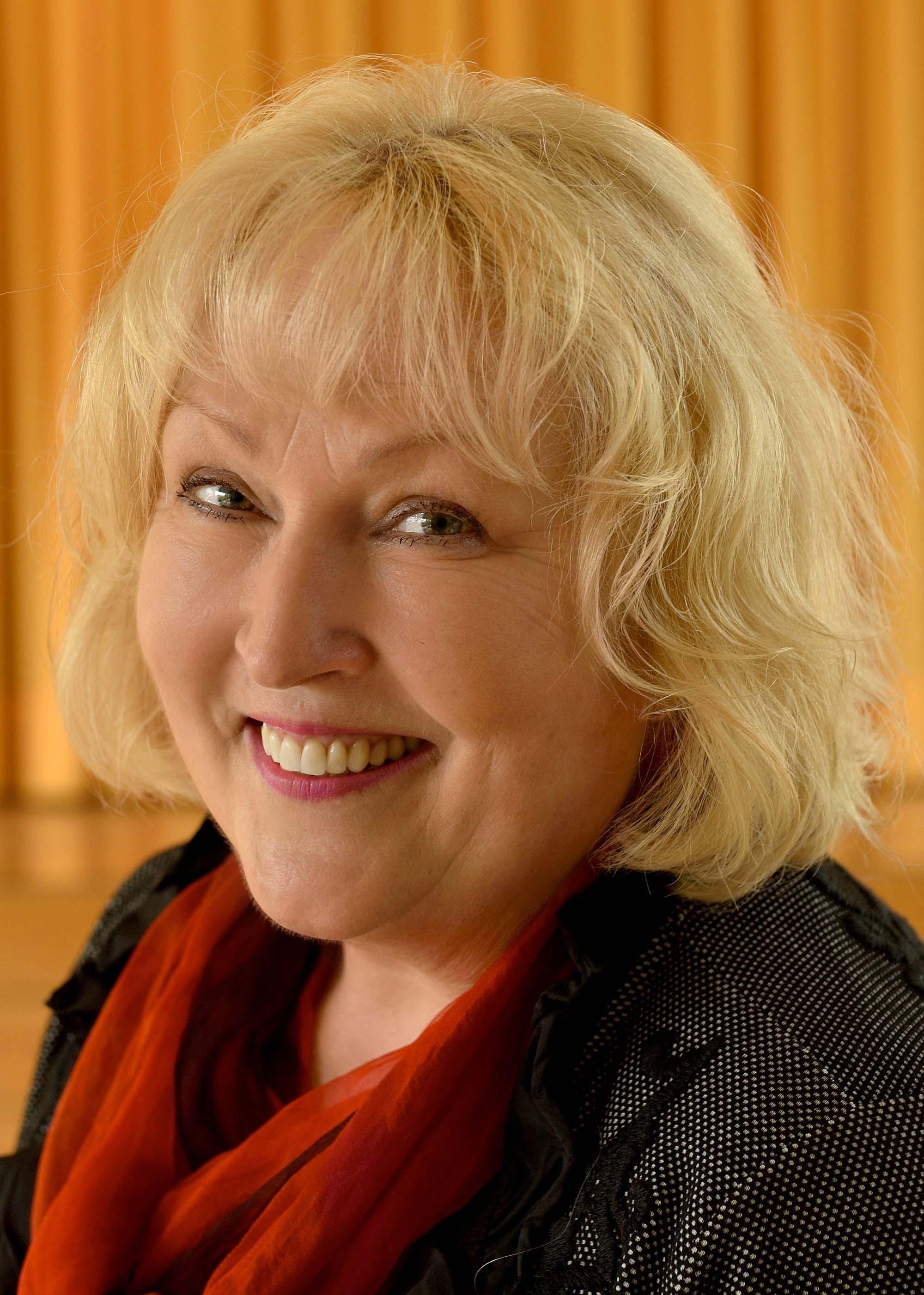 Die Ensemble-Leiterin Anna Irene Schmidt